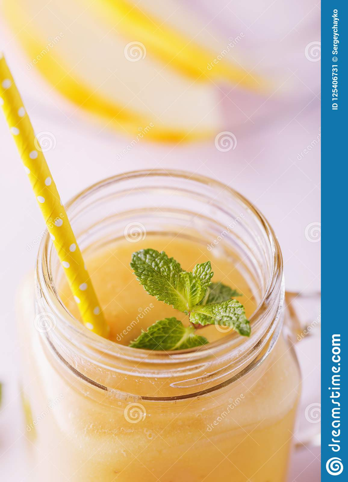Smoothies of melon with mint