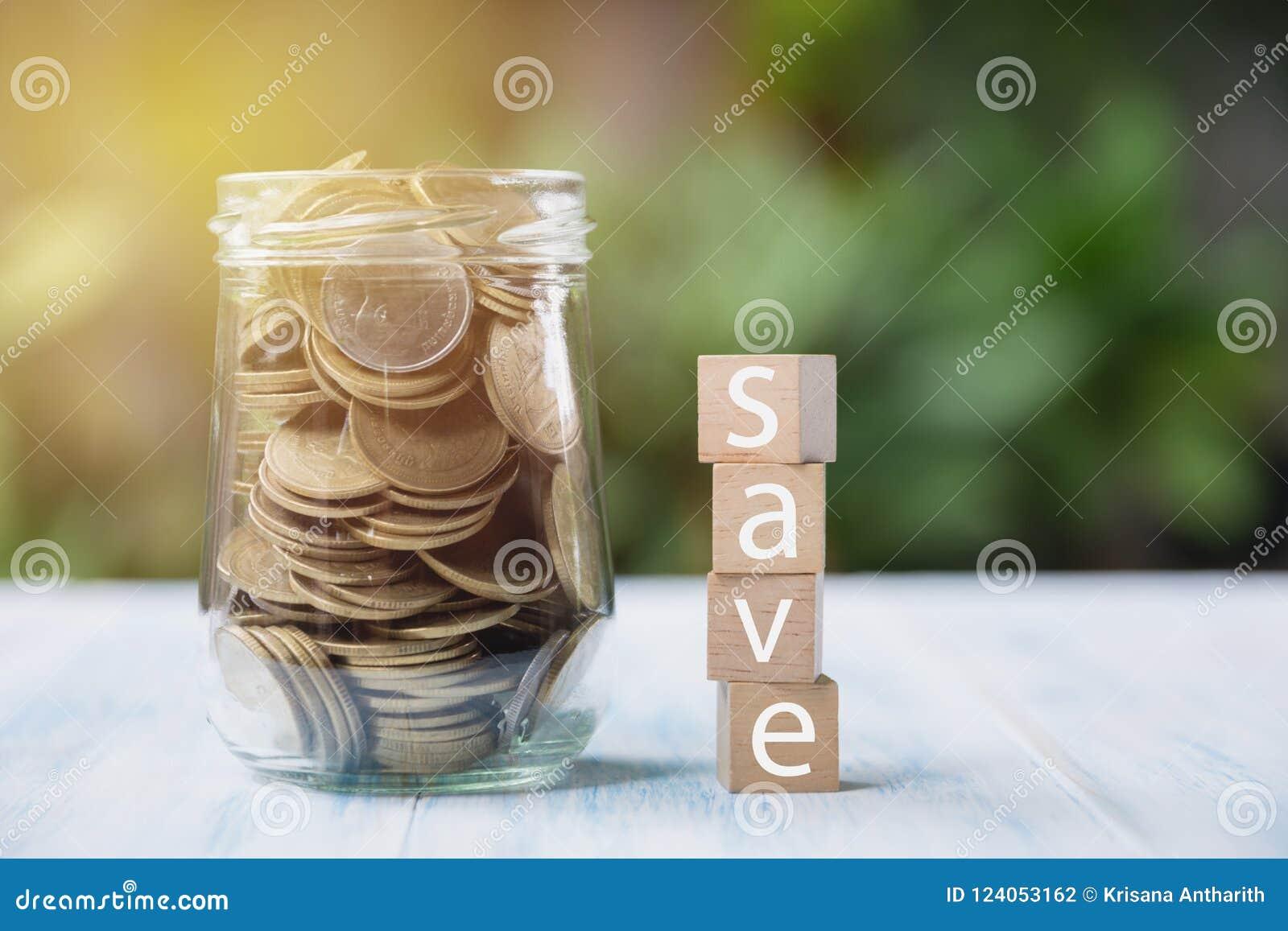 Smsa räddningen på tärning med mynt och kopiera utrymme för mellanläggstext på n