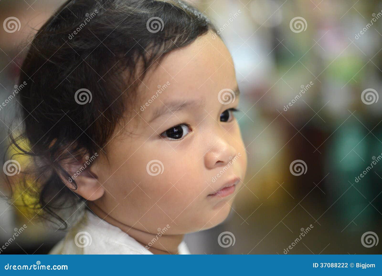 Download Smutna Osamotniona Chłopiec Zdjęcie Stock - Obraz złożonej z smutny, dzieciak: 37088222