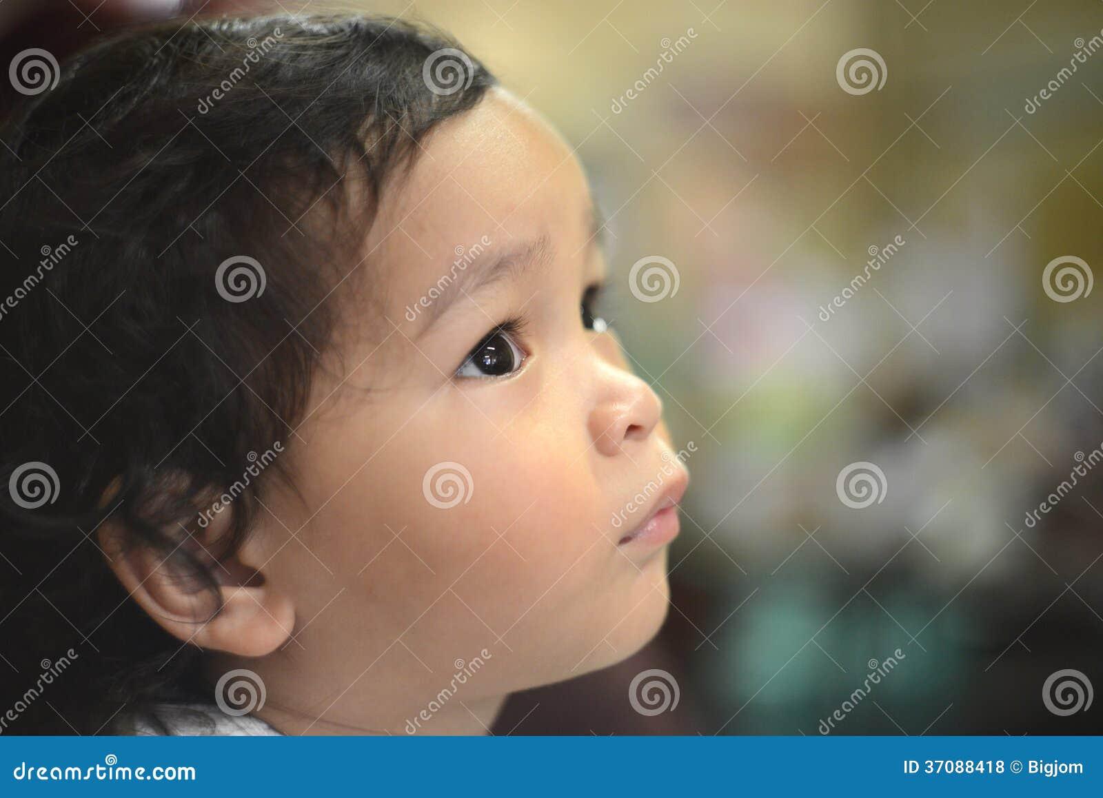 Download Smutna Osamotniona Chłopiec Zdjęcie Stock - Obraz złożonej z bezdomność, upokorzenie: 37088418