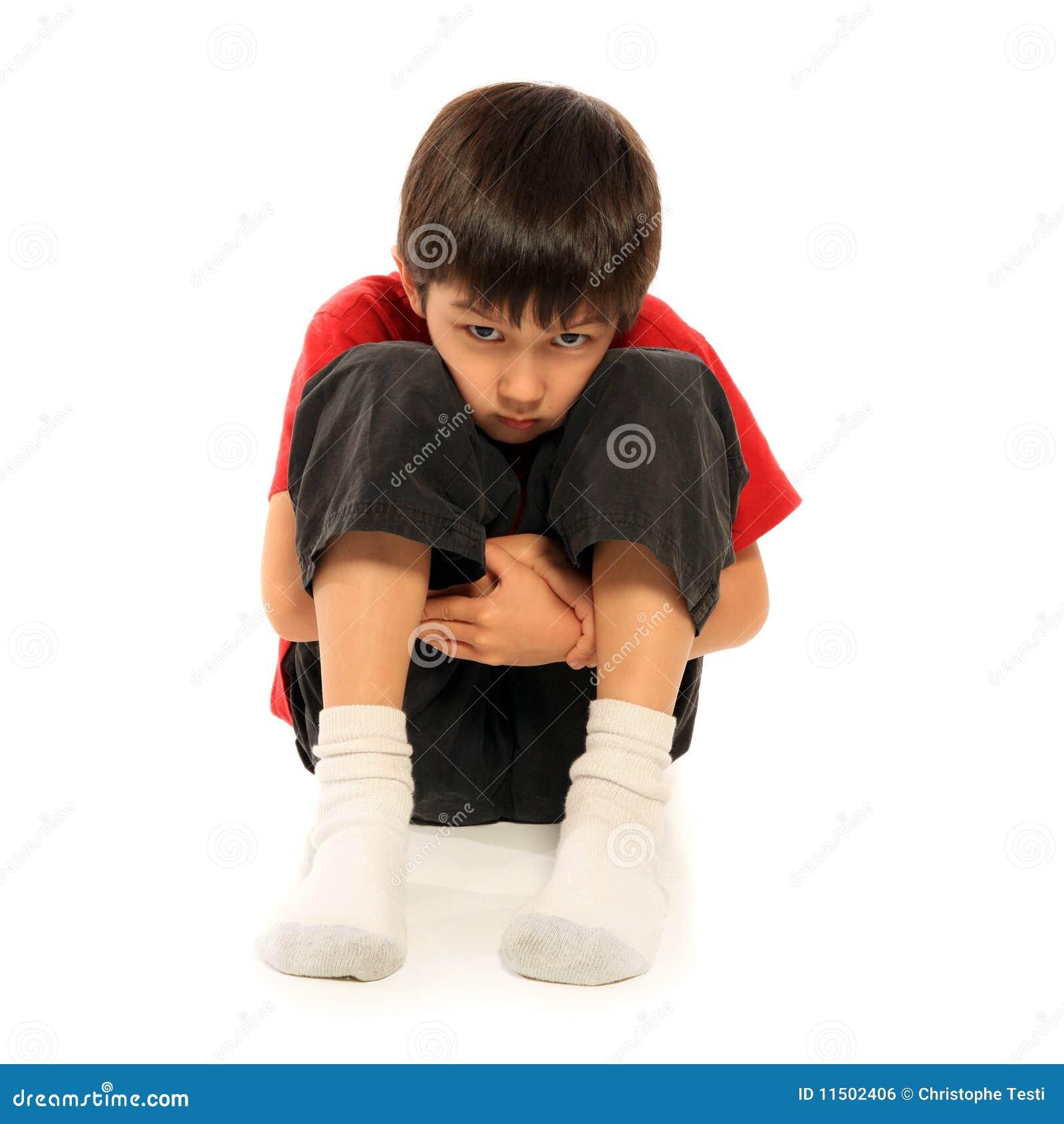Smutni chłopiec potomstwa
