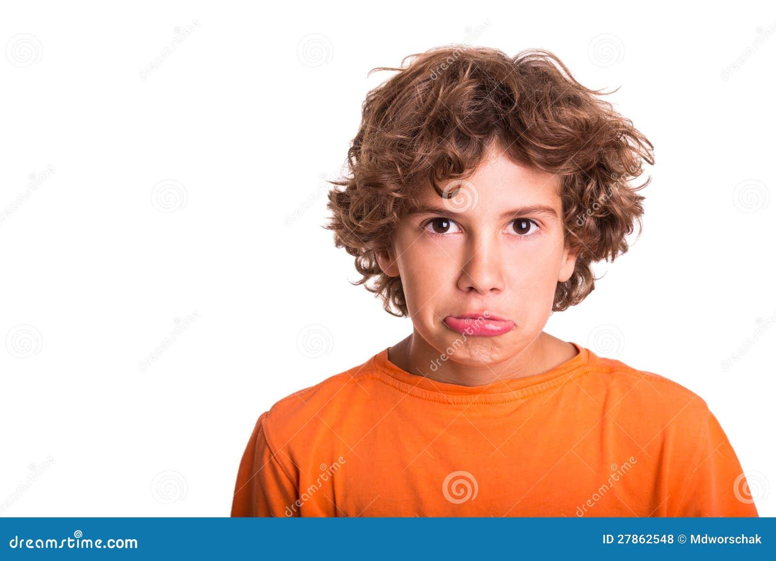 Smutny dziecko target336_0_ w kamerę