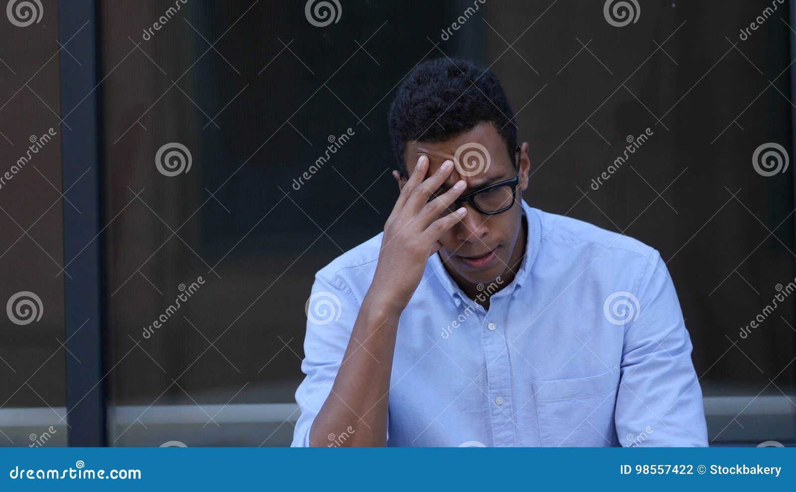 Smutny, Sfrustowany, Wzburzony Młody Czarny Przystojny mężczyzna,