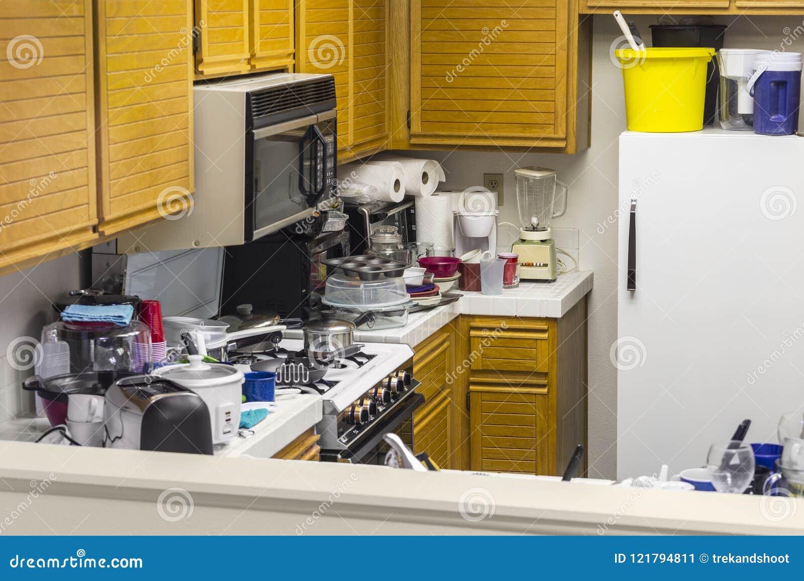 Smutsigt gammalt kök