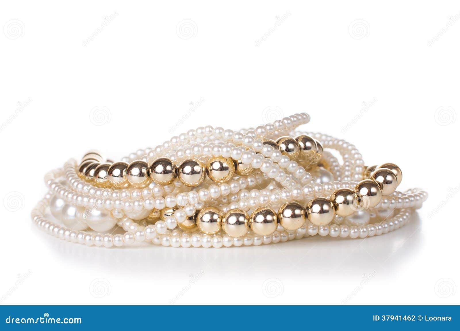 Smycken som göras av guld- och vitpärlor