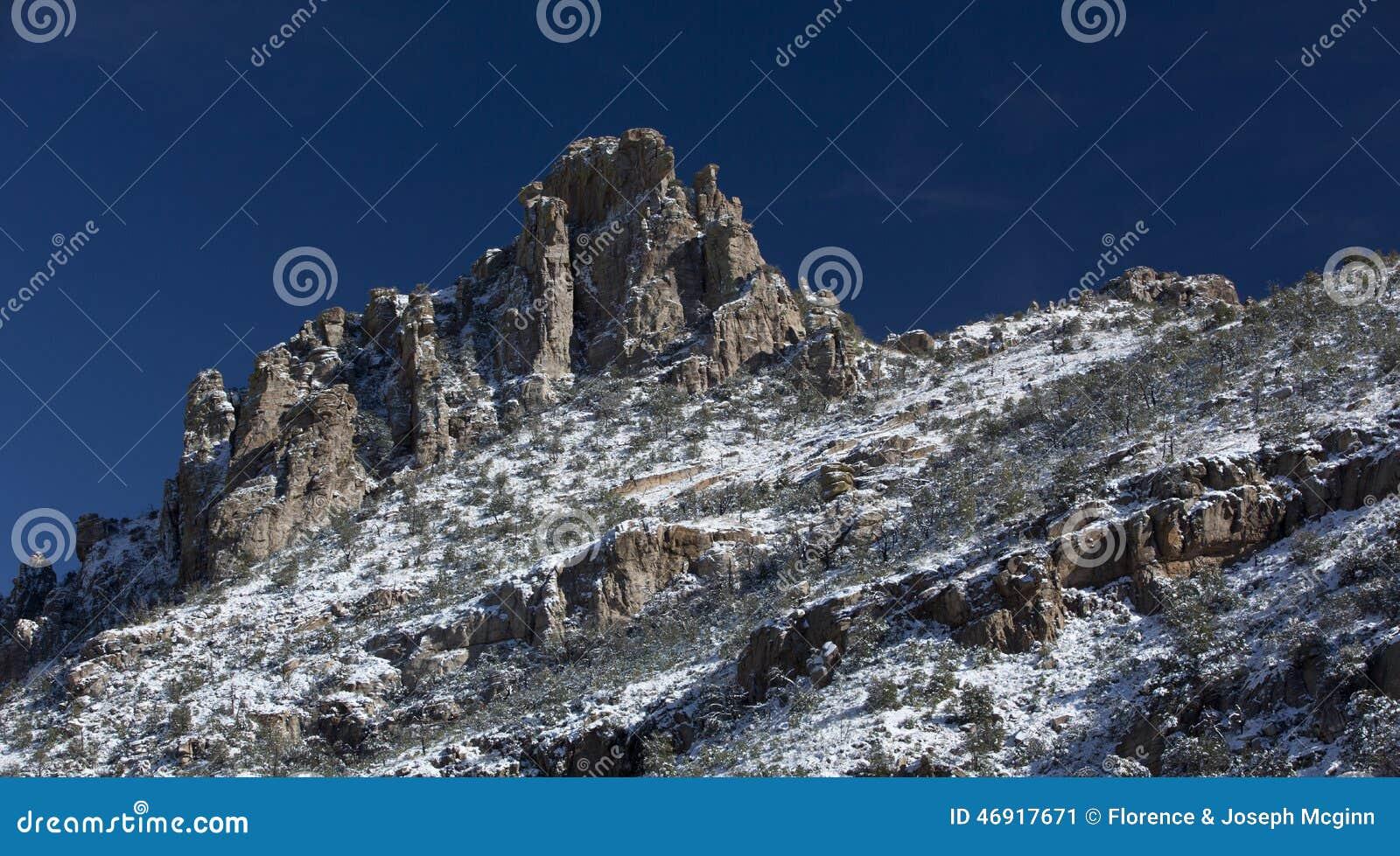 Snö dammar av det Catalina Mountain maximumet på Mt Lemmon