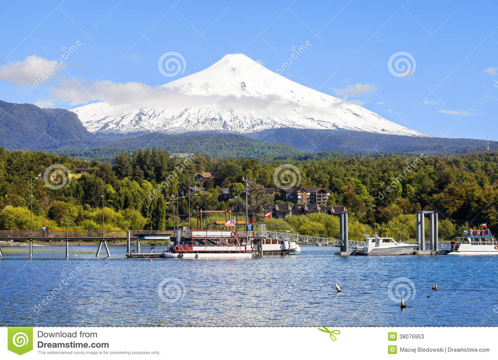 Snö dolda Volcano Villarica, Chile