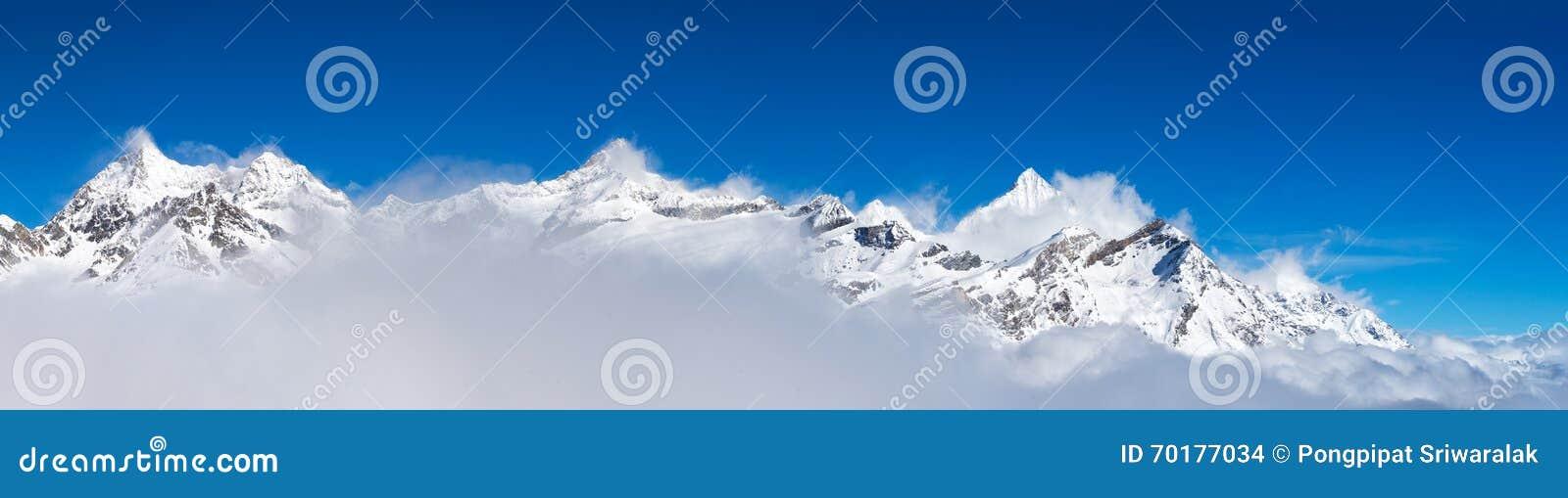 Snöberg runt om det Matterhorn maximumet