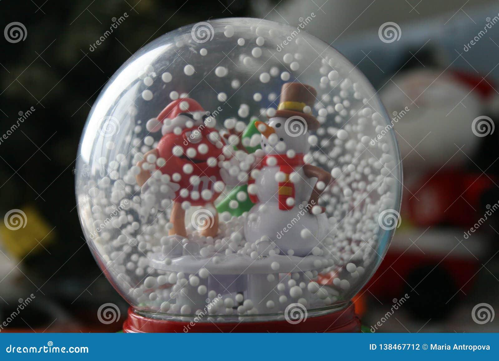 Snögubbe i en exponeringsglasboll - garnering