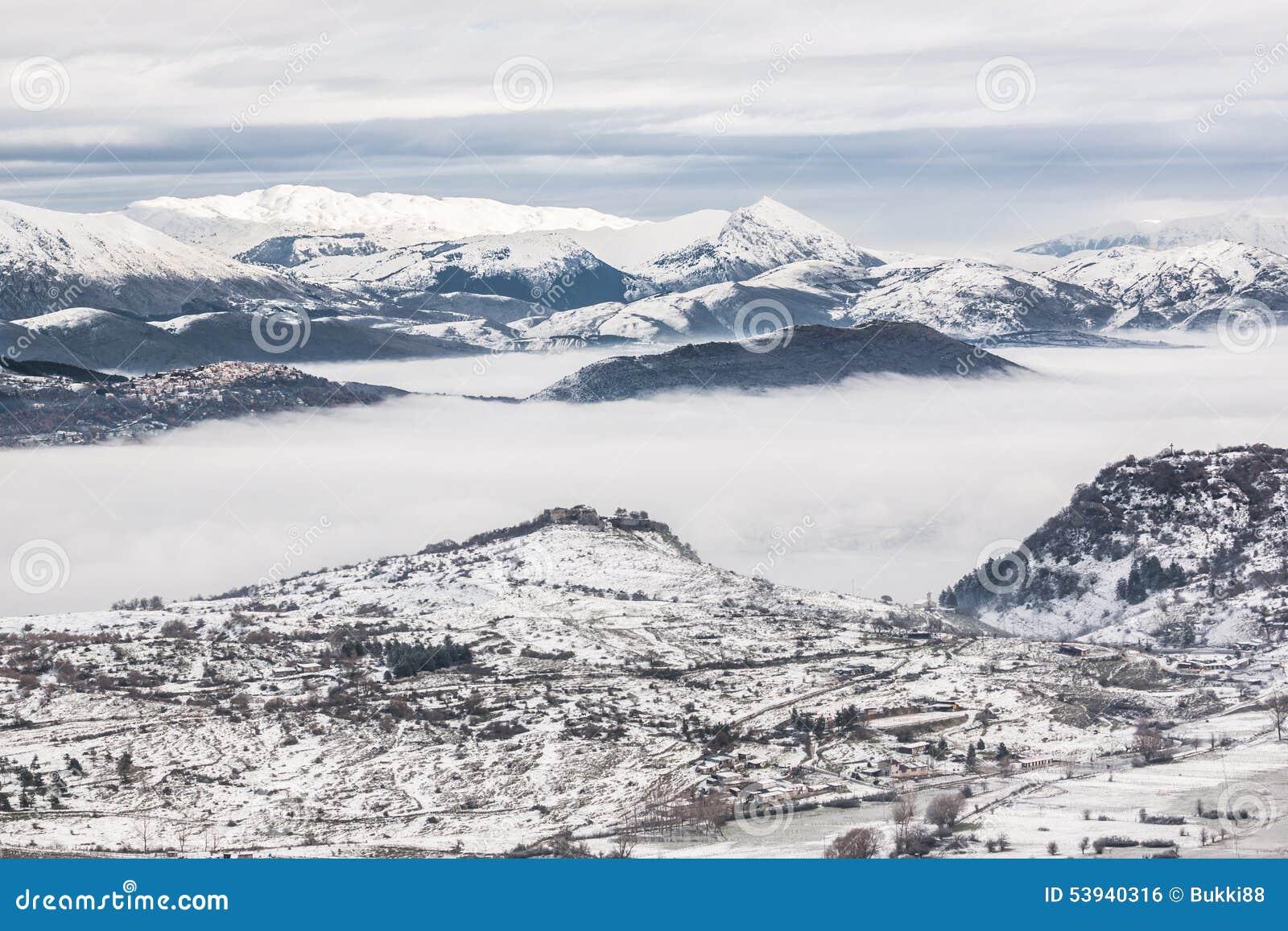 Snöig berg