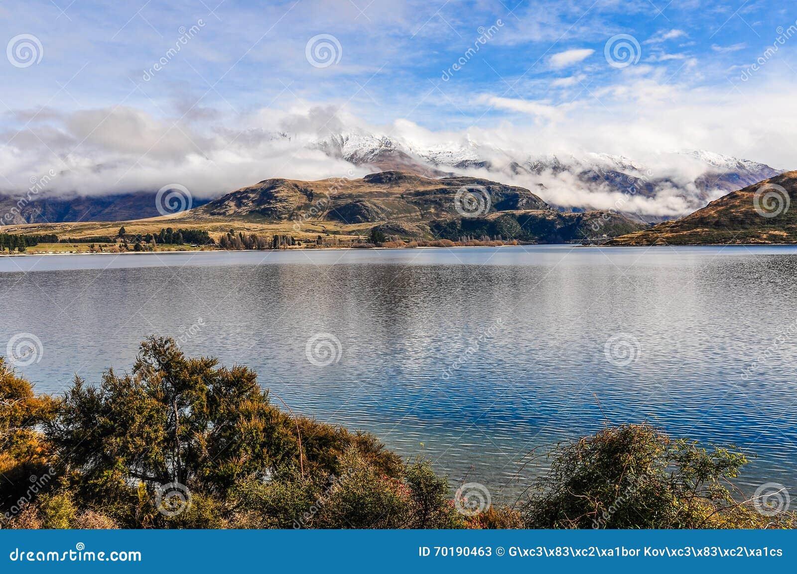 Snöig maxima near sjön Wanaka i sydliga sjöar, Nya Zeeland
