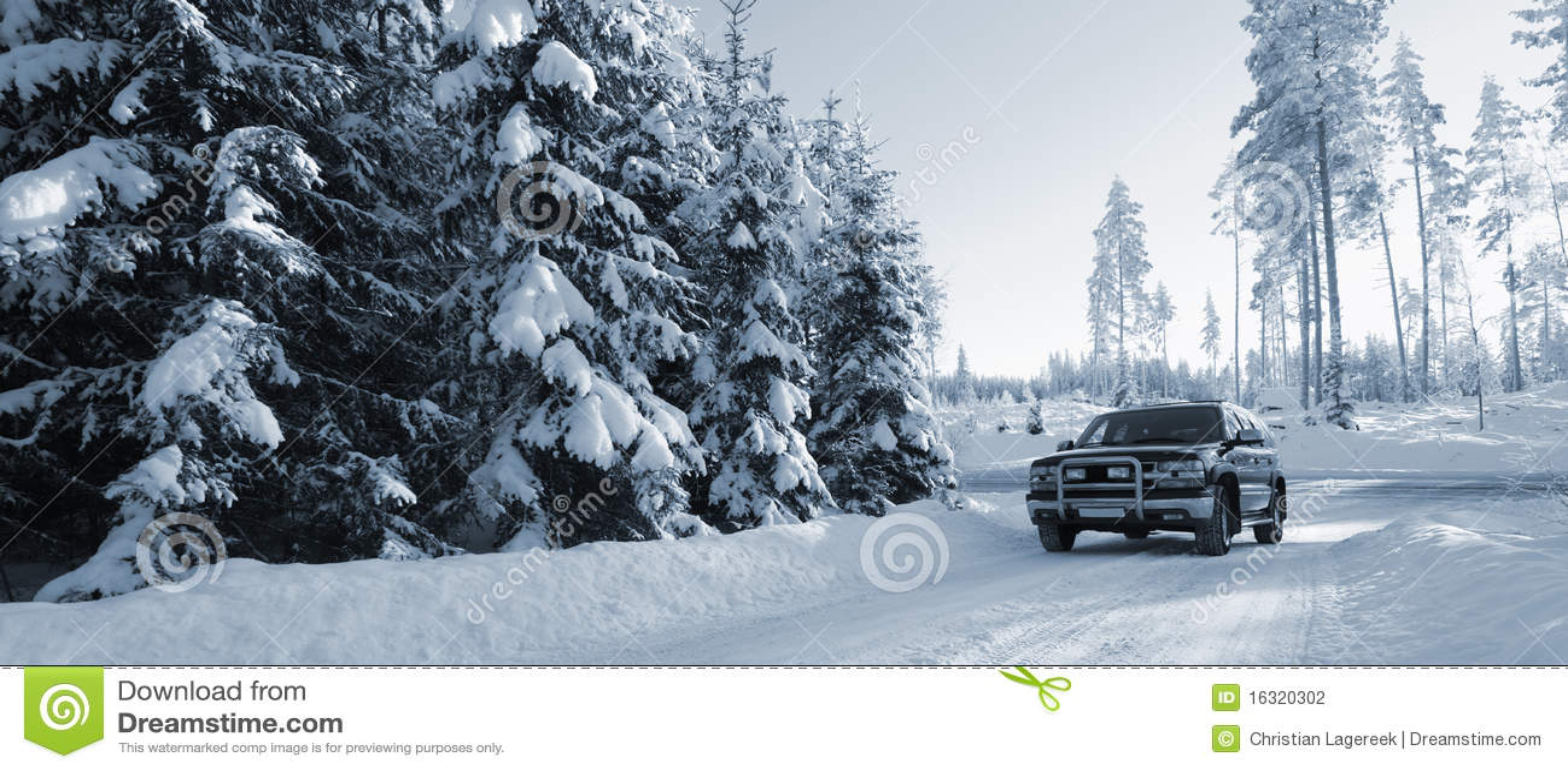 Snöig suv för bilvägar