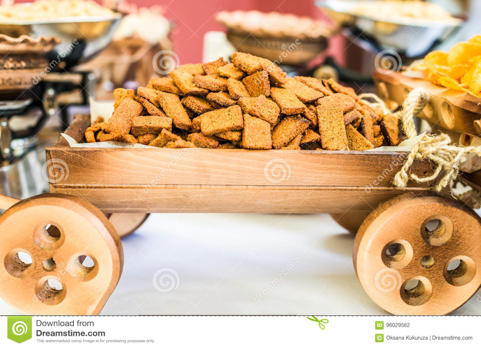 Snack in decoratieve kar