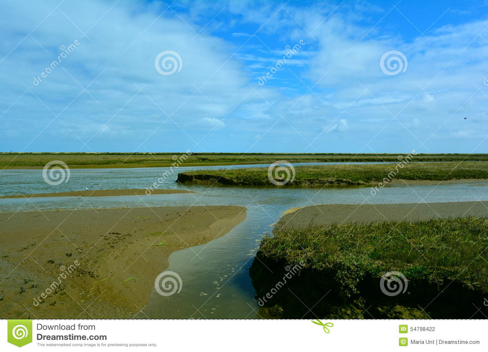 Snak kuststroom/rivier dichtbij het strand, Blakeney-Punt, Norfolk, het Verenigd Koninkrijk