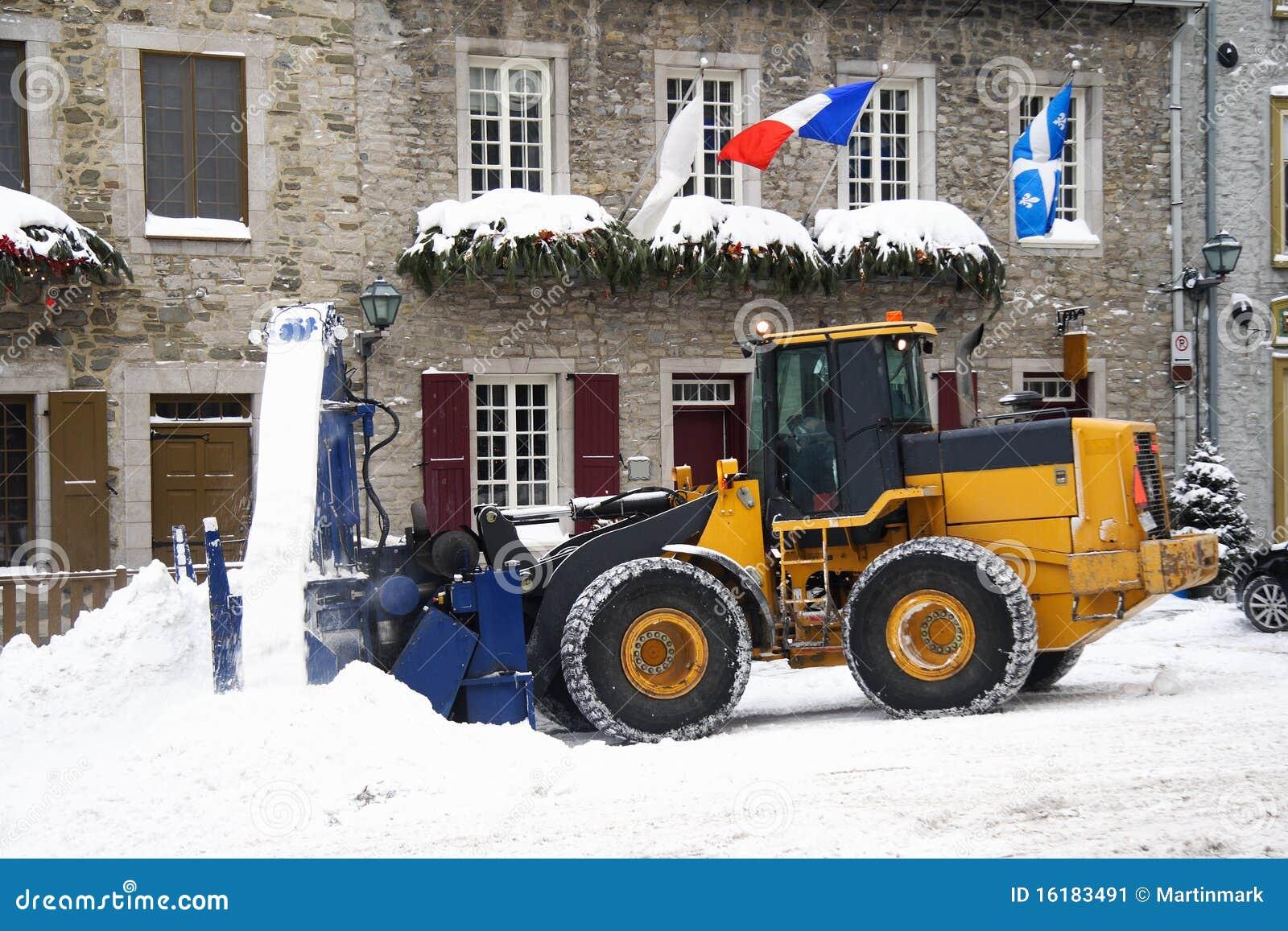 Sneeuw die voertuig verwijdert - sneeuwploeg
