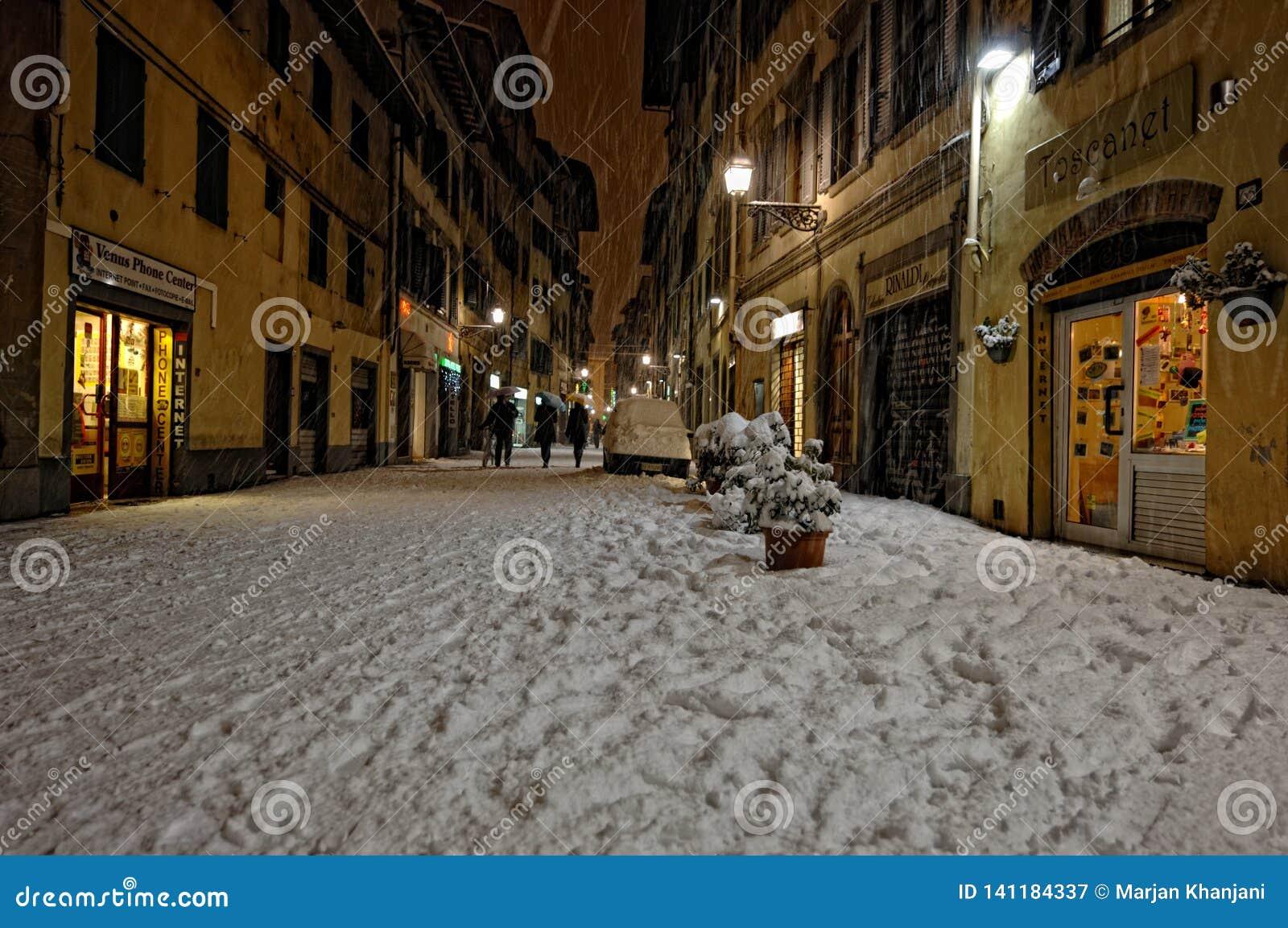 Sneeuw in het historische centrum van Florence, Italië