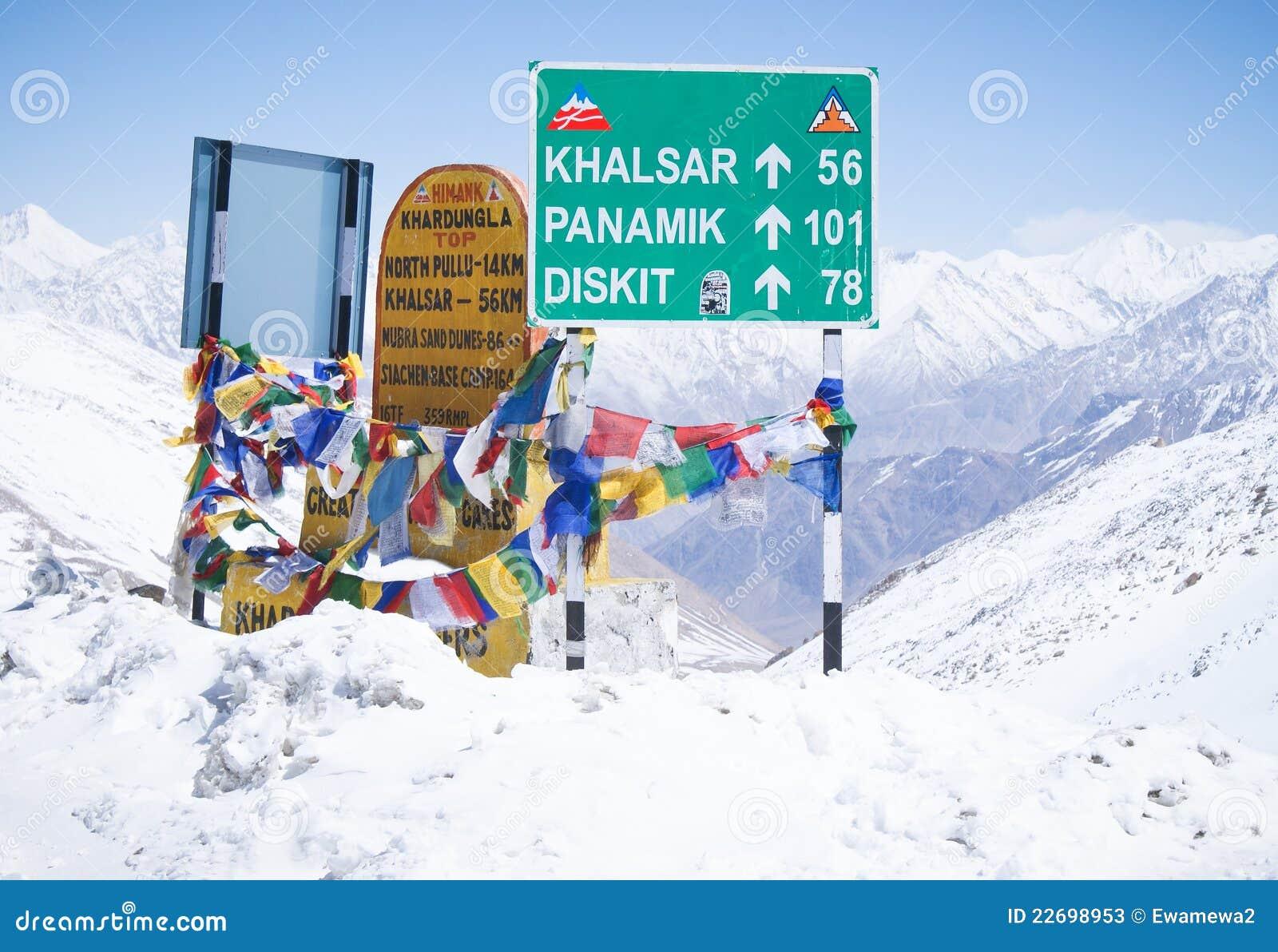 Sneeuwbanken op de weg