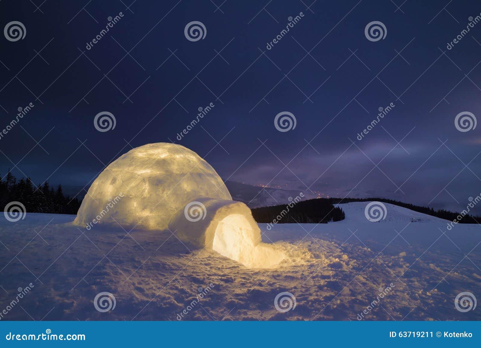 Sneeuwiglo bij nacht