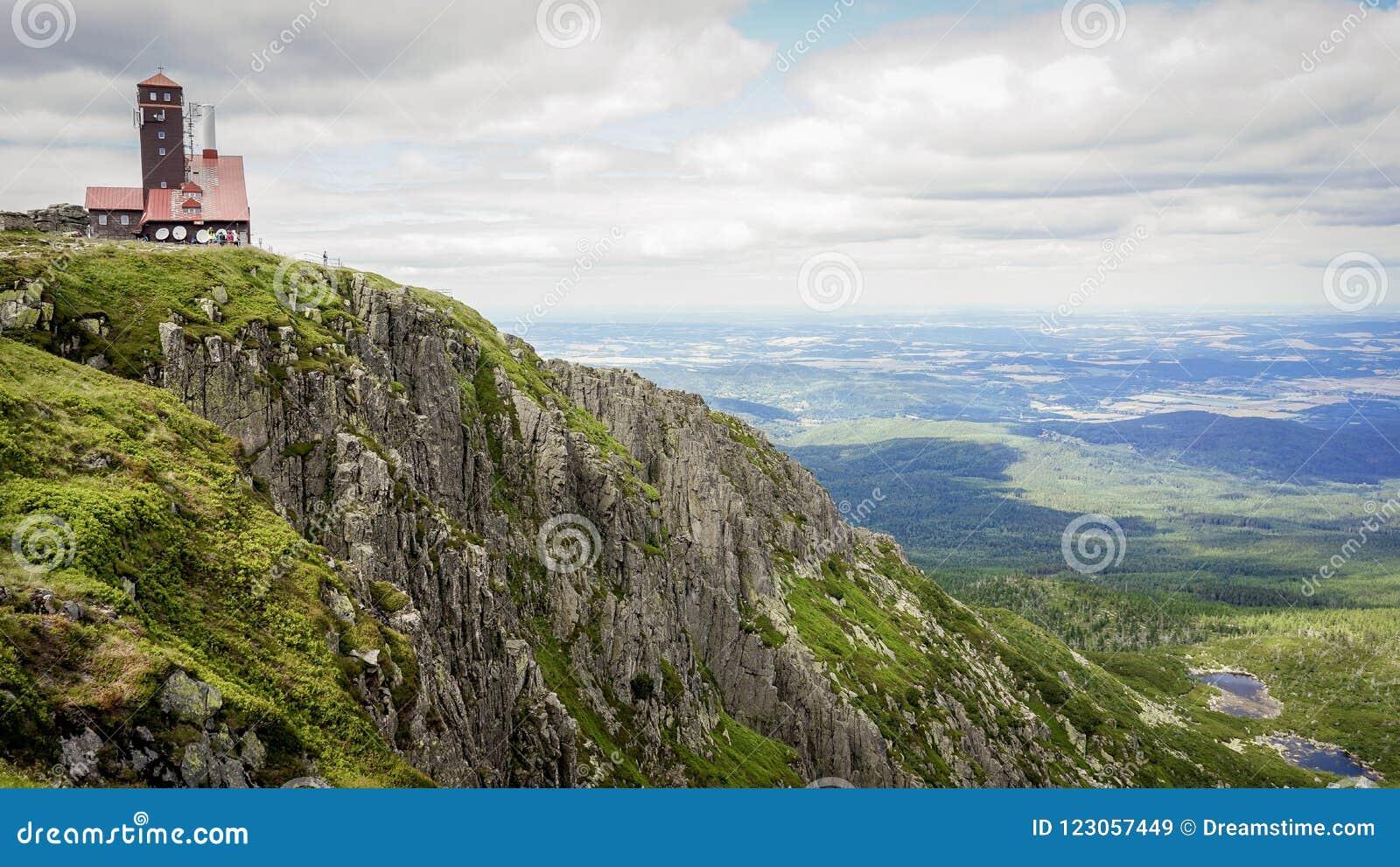 Sniezne kotly en montagnes polonaises de karkonosze