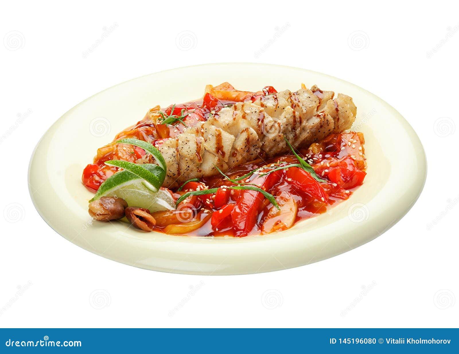 Snoekentoppositie met groenten in zoetzure saus Aziatische keuken