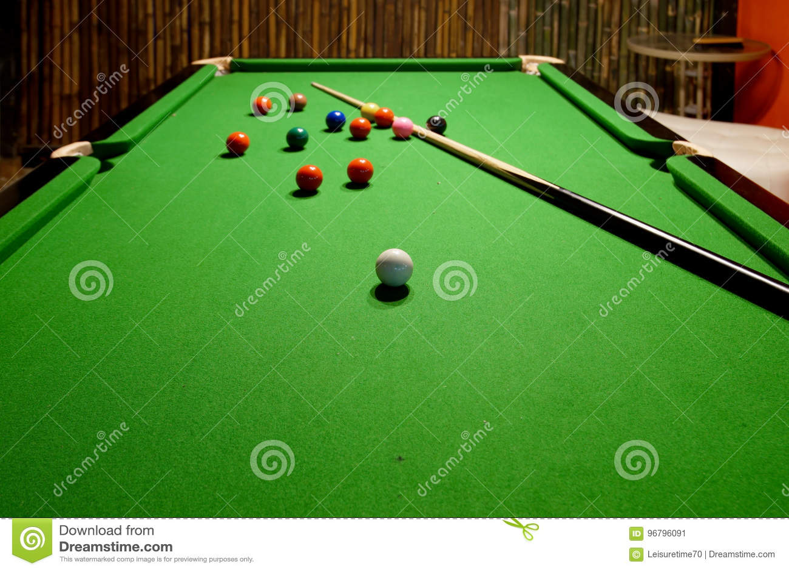 Snooker wskazówka na stole i piłki