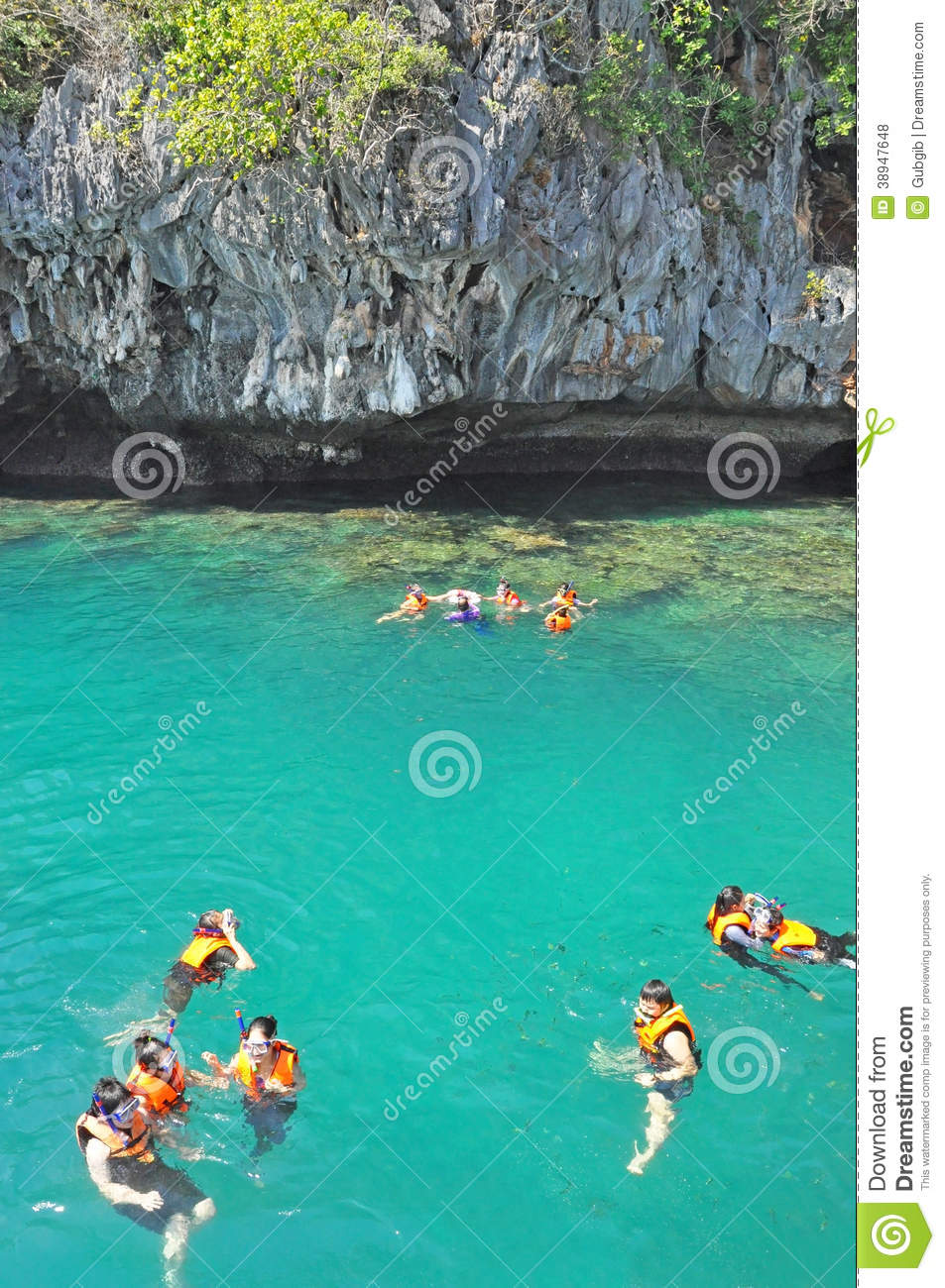 Trang Thailand  city photo : TRANG, THAILAND – FEBRUARY 23 : Tourists snorkeling in Koh Chuek or ...