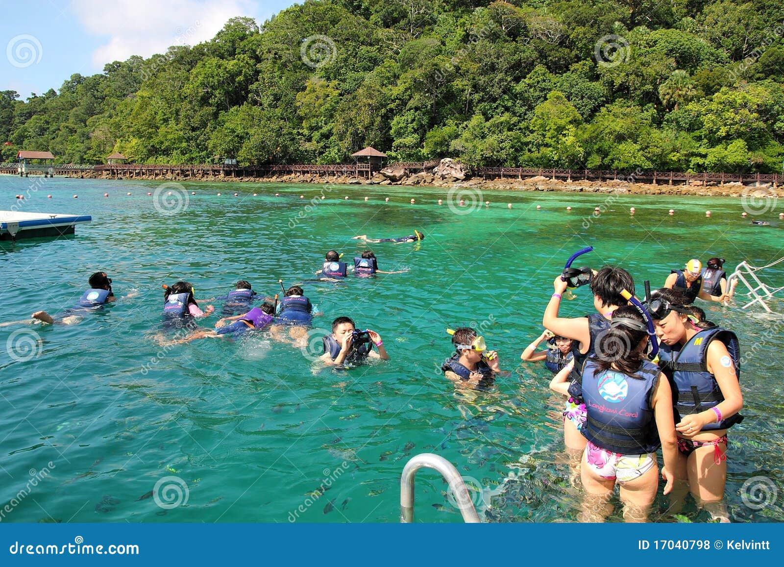 Coral Azul Praia ~ Snorkeling Na Praia Coral Foto de Stock Editorial Imagem 17040798