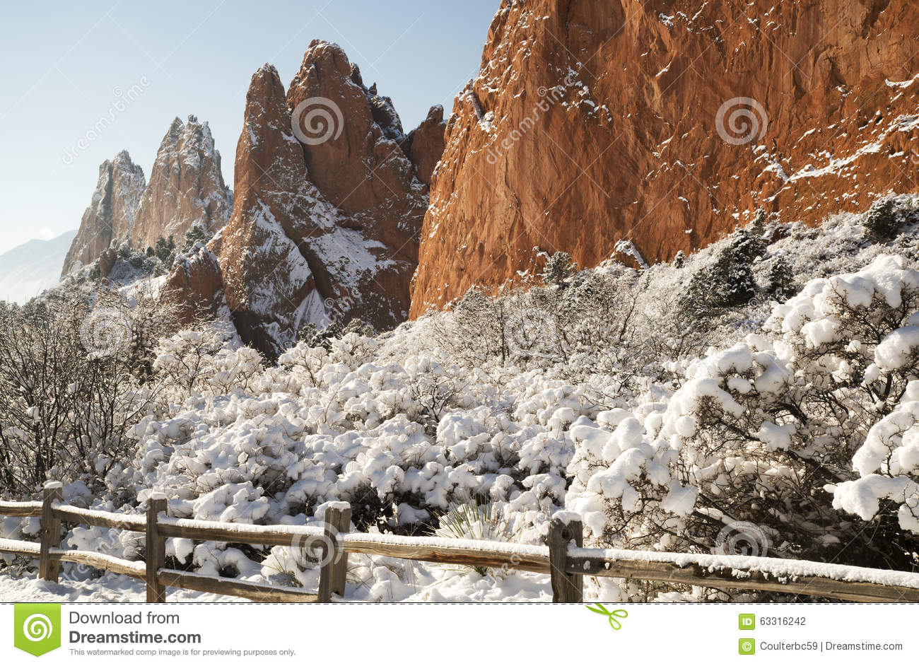 Snow At The Garden Of The Gods Stock Photo , Image of