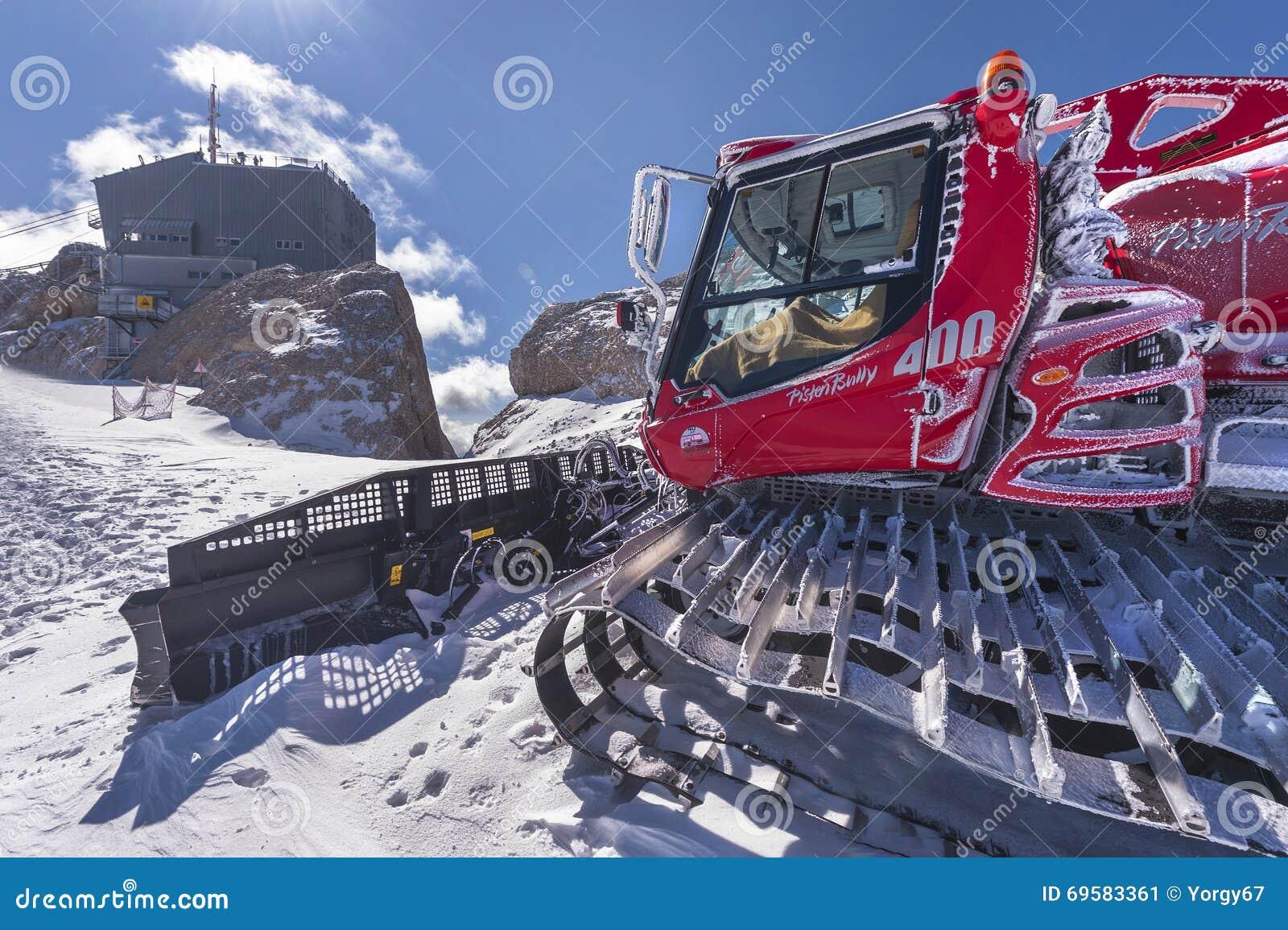snow removing machine