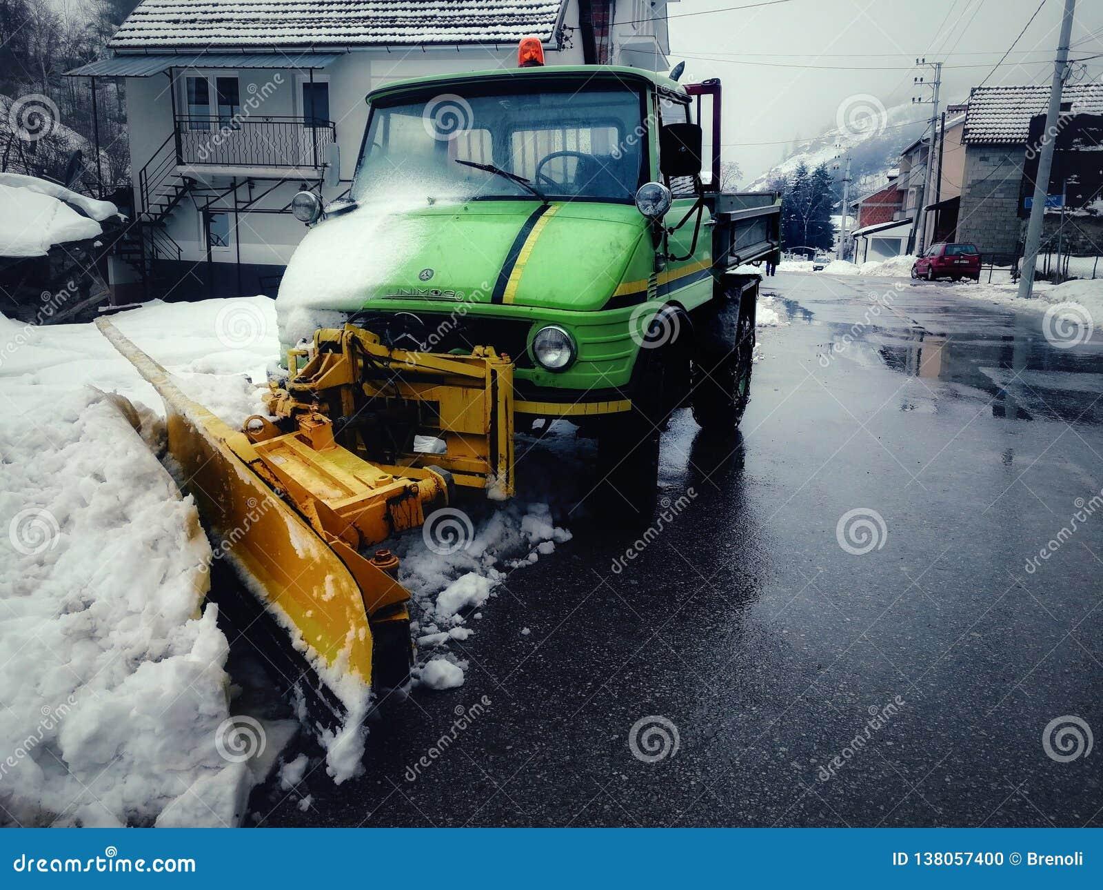 Snowblower da trilha em minha vila