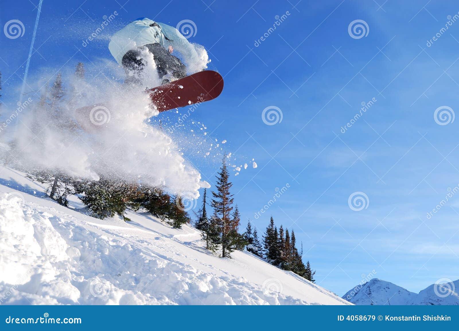 Snowboarder de salto