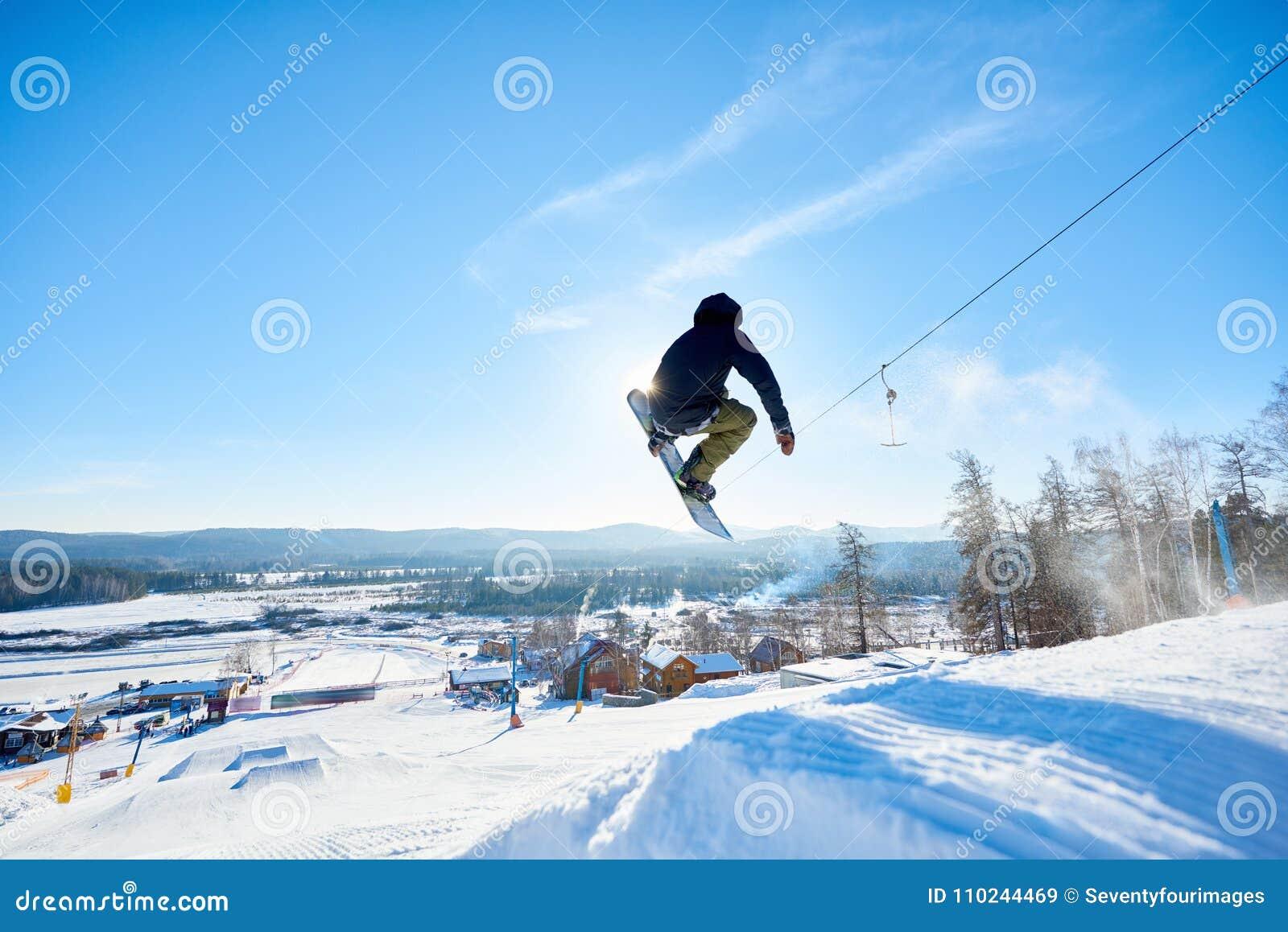 Snowboarder que faz conluios