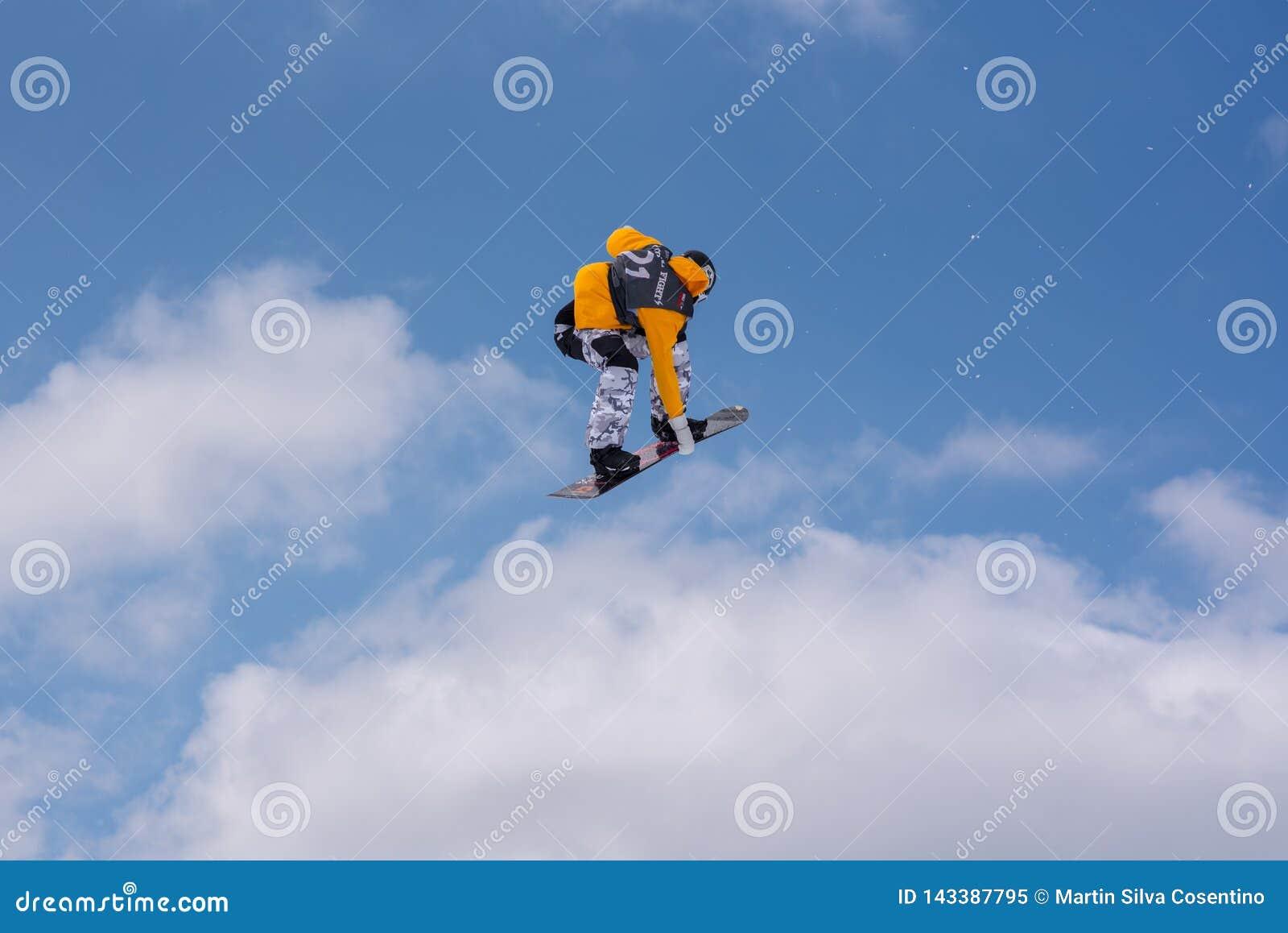 Snowboarder Sindre Tveiten NOCH het deelnemen in de Totale Strijd 2019 Grandvalira Andorra