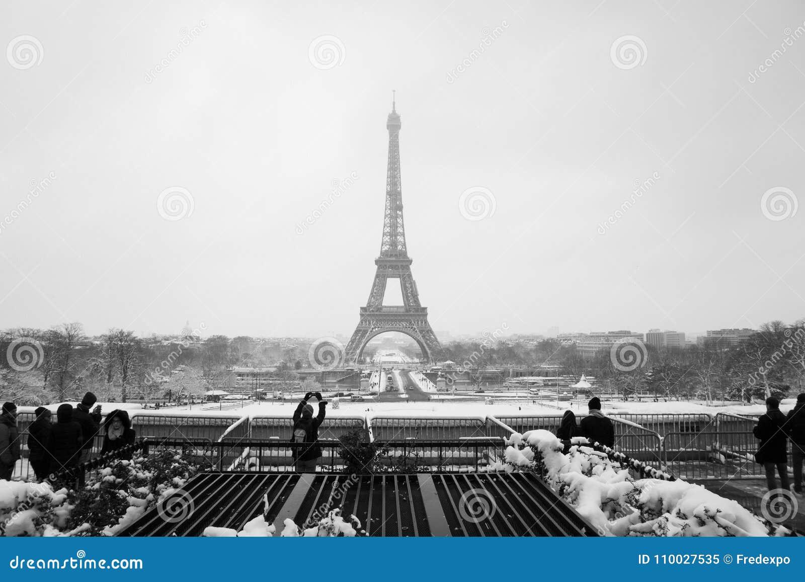 Snowday Trocadero en de wintertoeristen