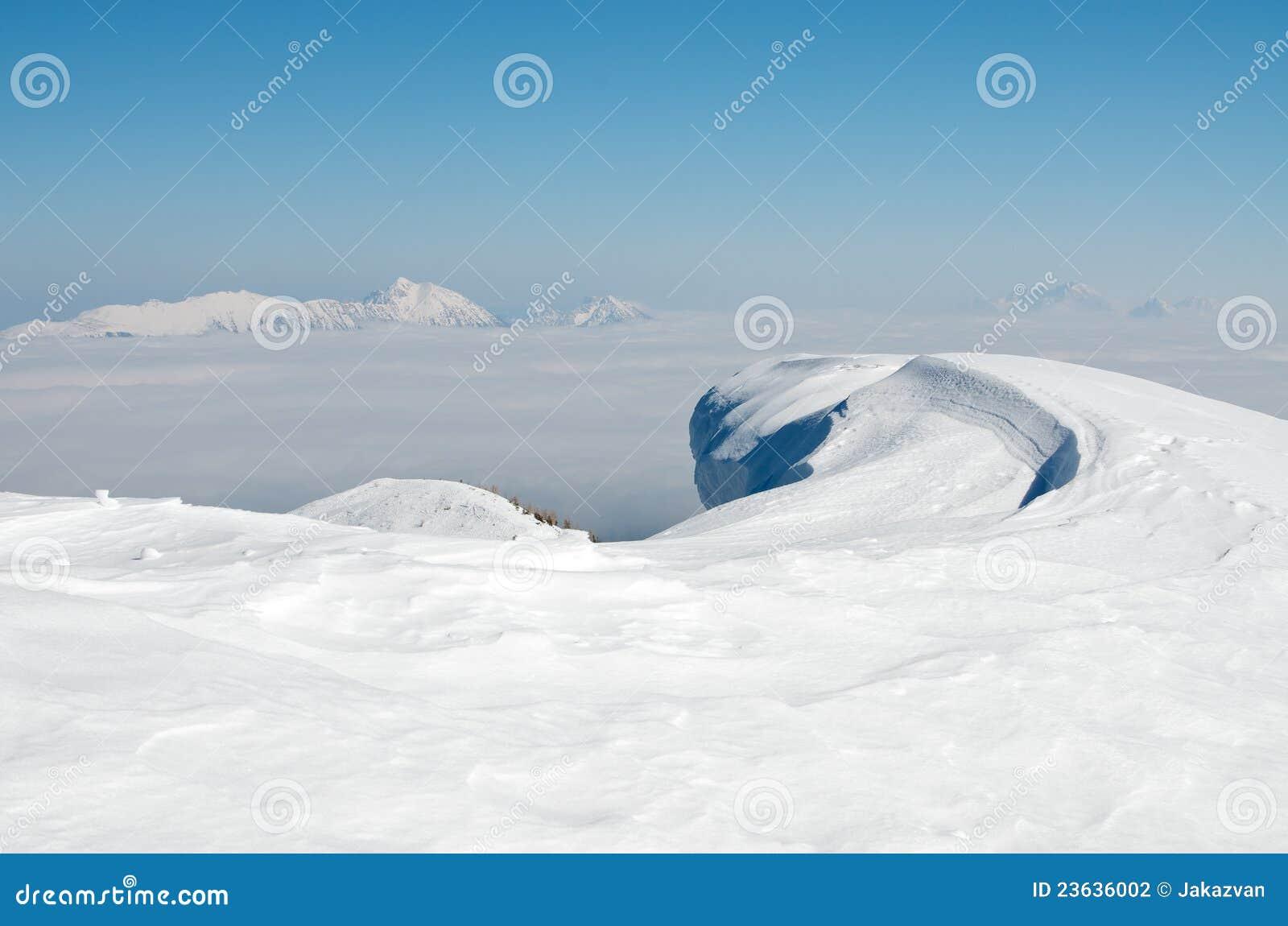 Snowdrift nas montanhas