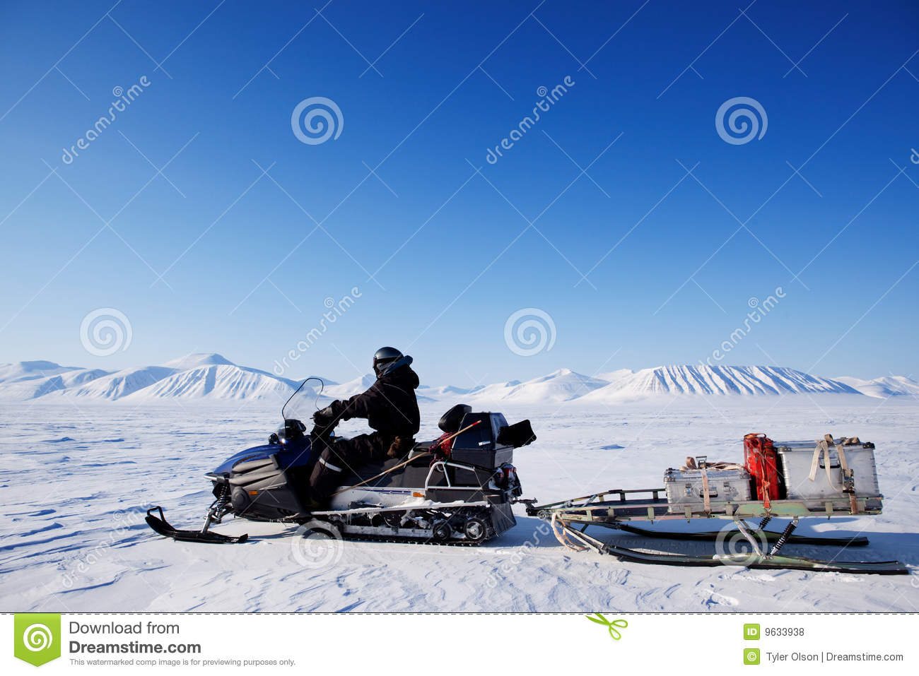 Snowmobile expedition