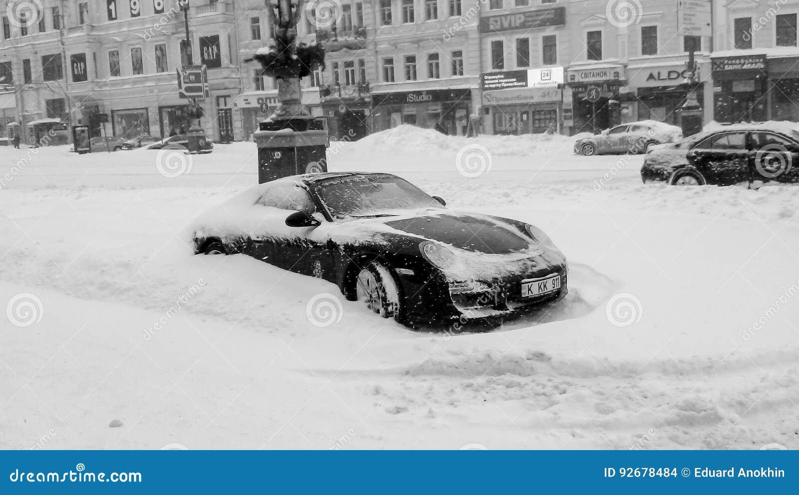 Snowpocalypse i April Kiev Ukraina