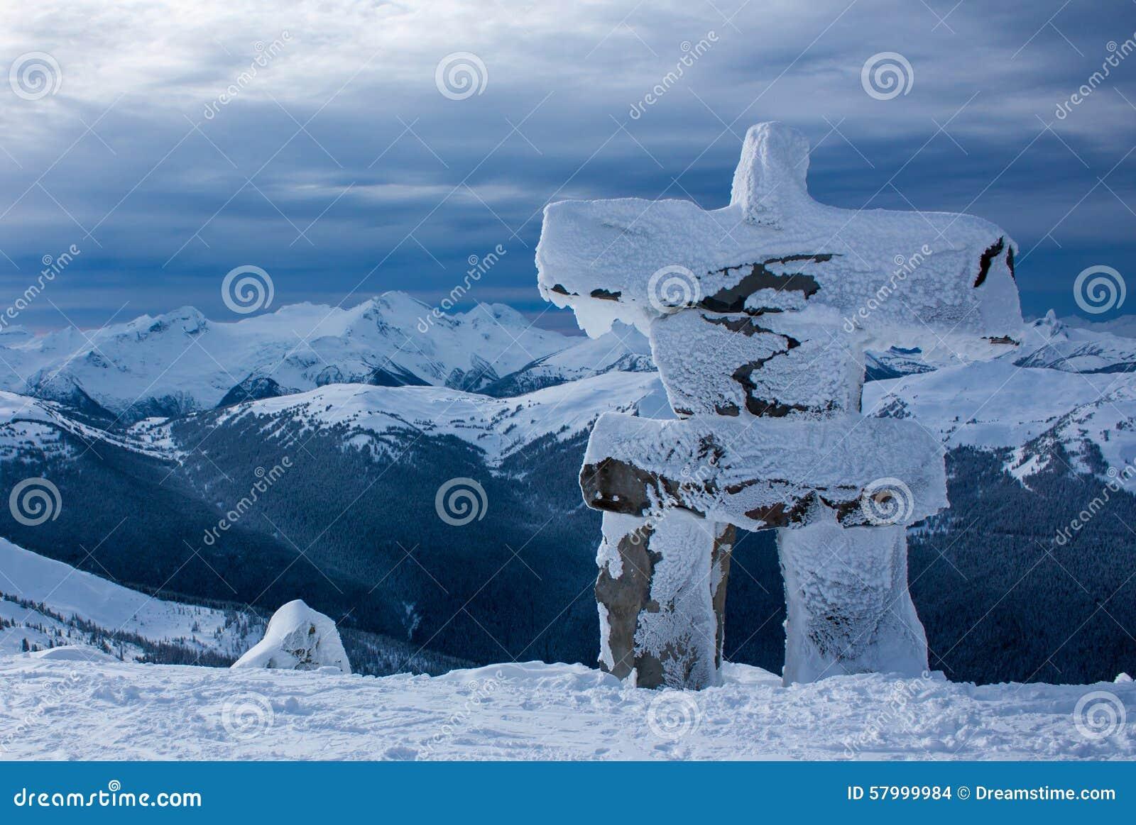 Snowy Inukshuk auf Berg