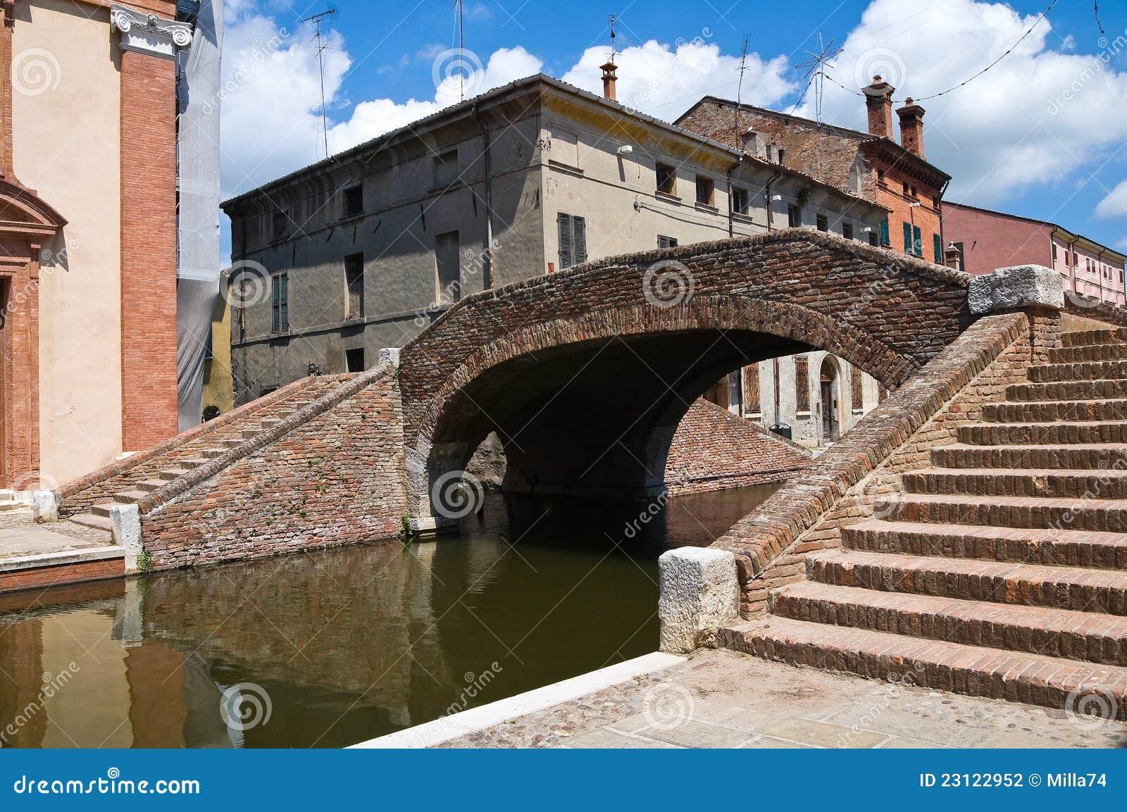Snutar överbryggar. Comacchio. Emilia-Romagna. Italien.