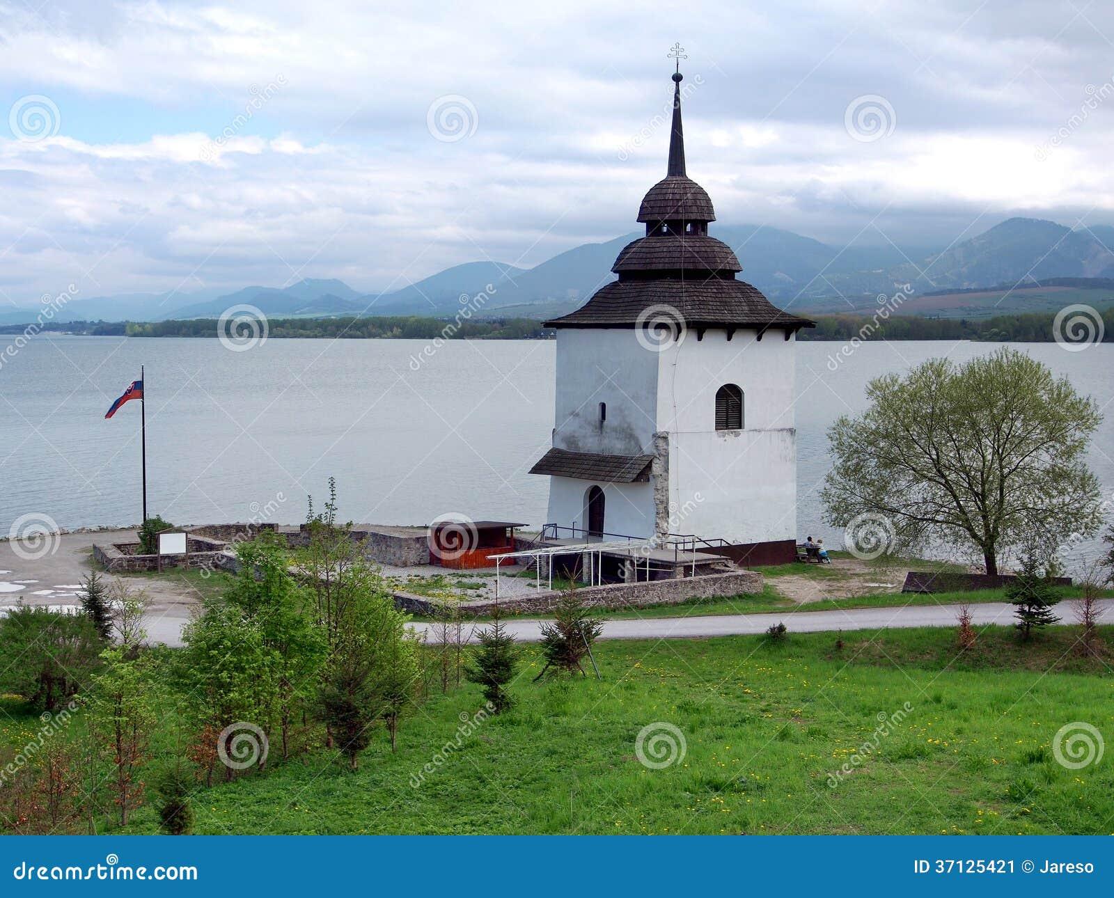Sobras da igreja em Liptovska Mara, Eslováquia