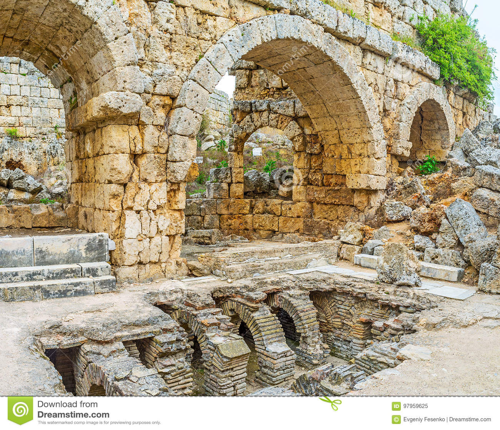 Sobras de Roman Baths em Perge