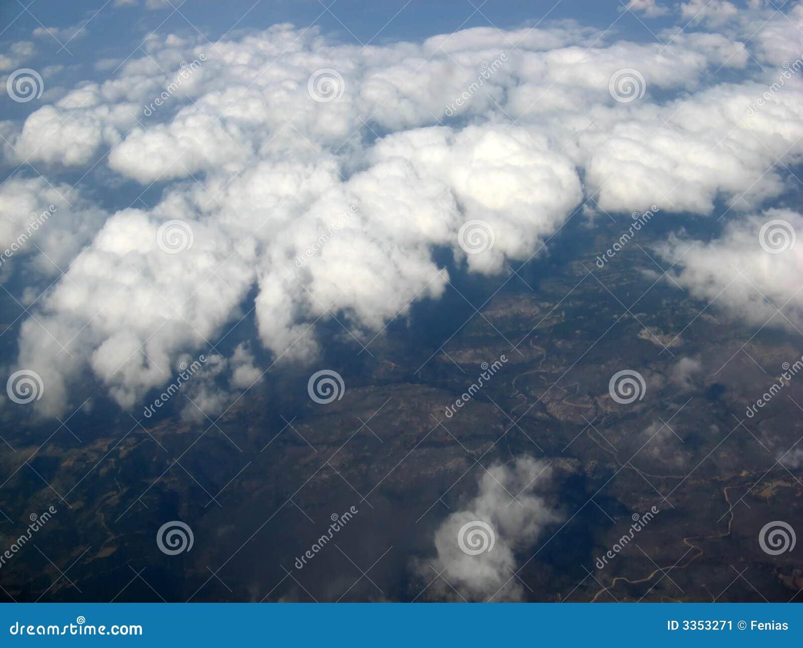 Sobre as nuvens