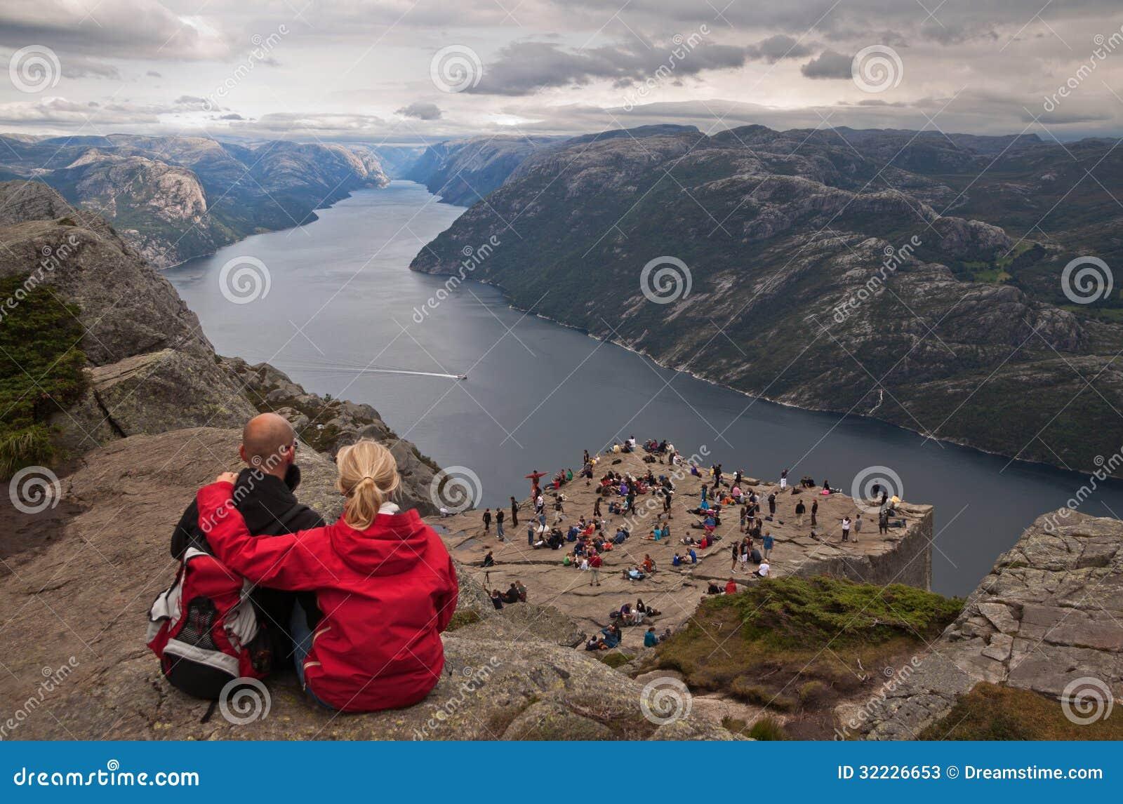 Download Sobre A Vaidade. Preikestolen, Noruega. Foto de Stock Editorial - Imagem de borda, pulpit: 32226653