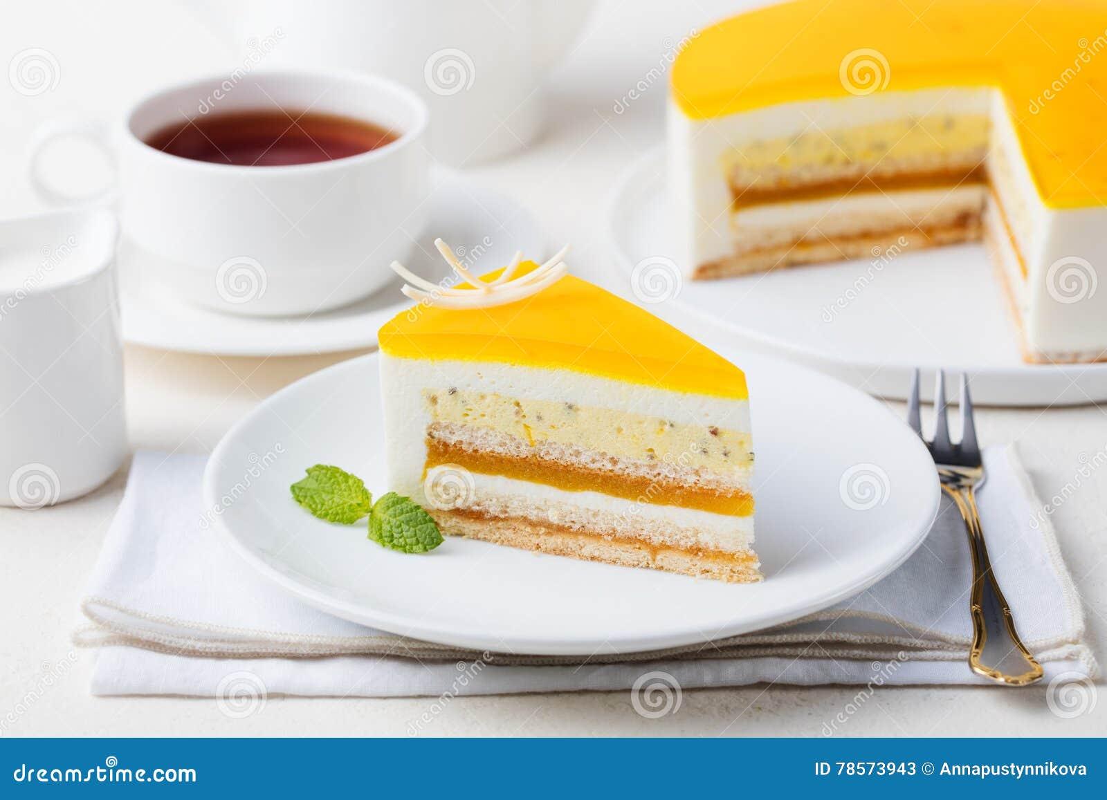 Sobremesa da musse do bolo do fruto de paixão, sabor tropical
