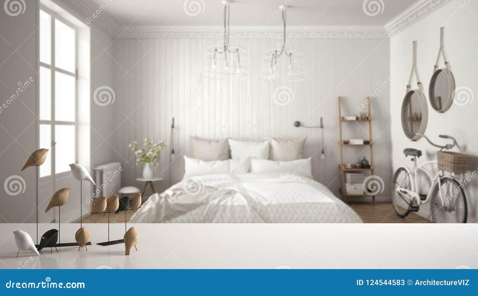 Sobremesa o estante blanca con el ornamento minimalistic del pájaro, knick del chirrido - destreza sobre el dormitorio escandinav