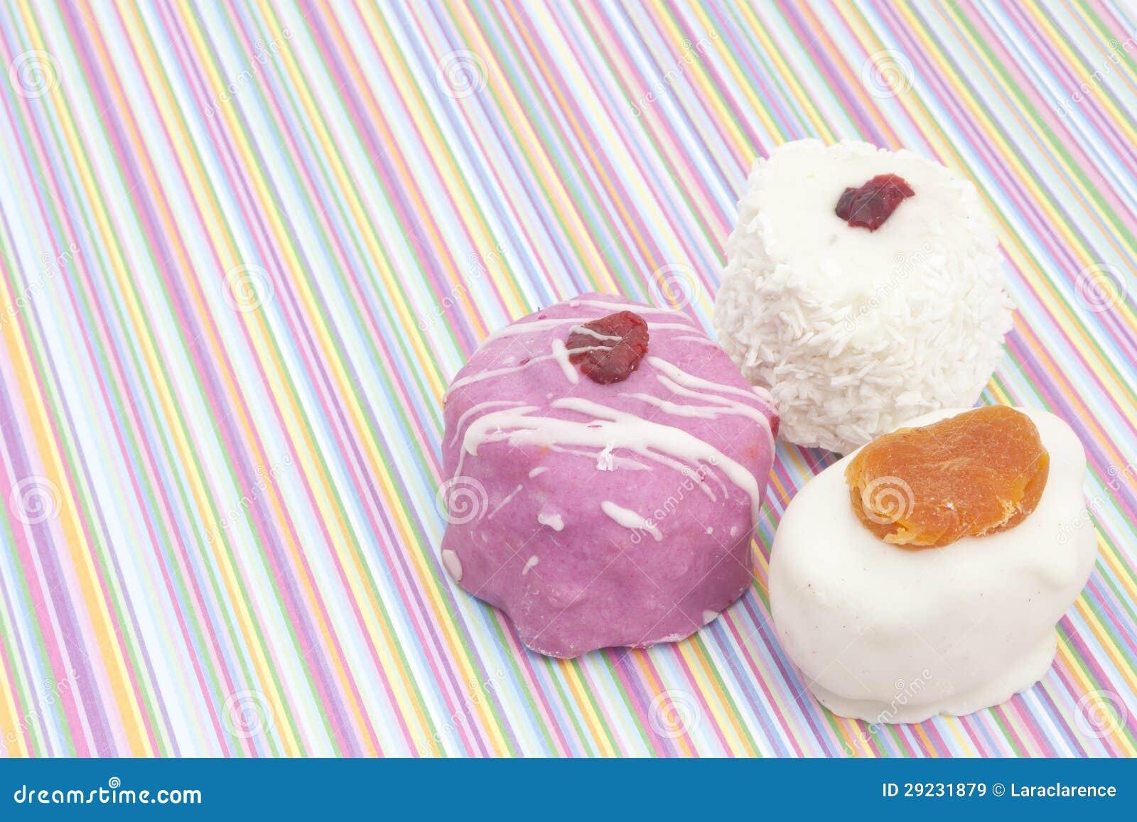 Download Sobremesas Em Fundo Listrado Imagem de Stock - Imagem de fruta, desejado: 29231879