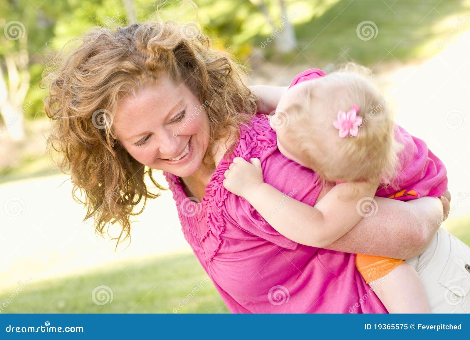 Sobreposto da matriz e da filha no parque