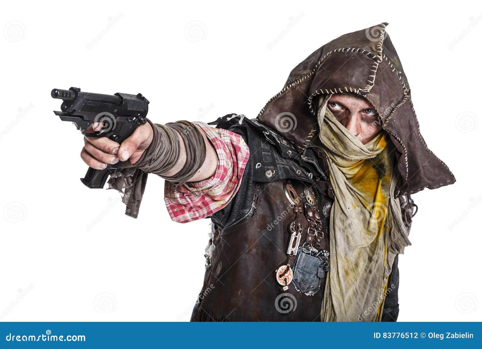 Sobrevivente do apocalipse do cargo que aponta uma arma
