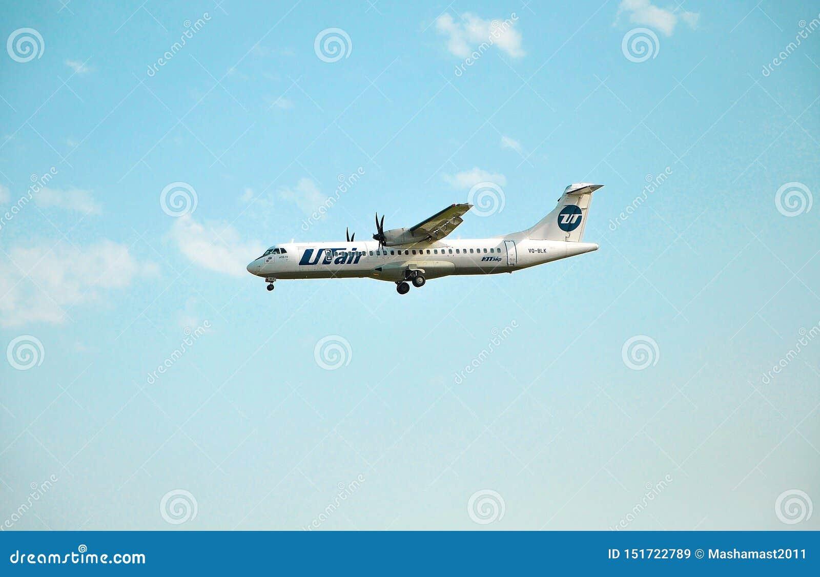 Sochi, Rusia - 8 de octubre de 2018 - aviones ATR-72-212A VQ-BLK de las líneas aéreas de UTair