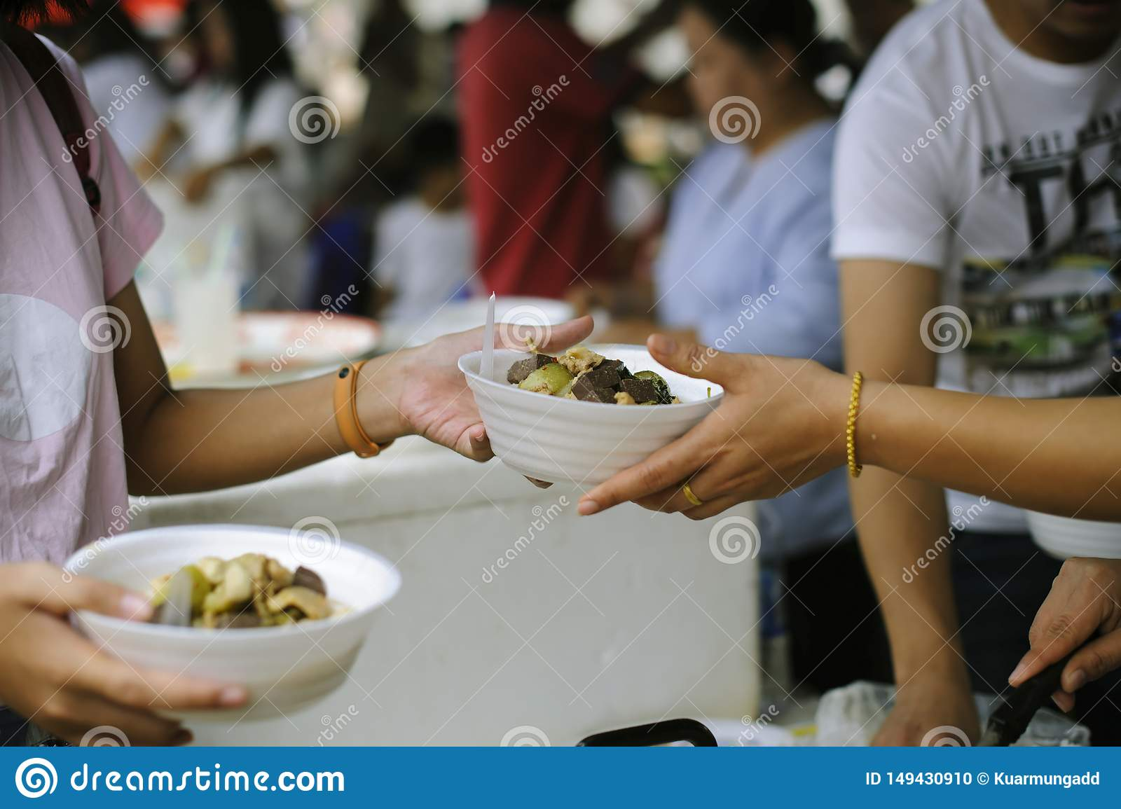 Social Problems of Poverty Helped by Feeding : Volunteer to Feed the Hungry in Society: The Concept of Donating Food to the Poor